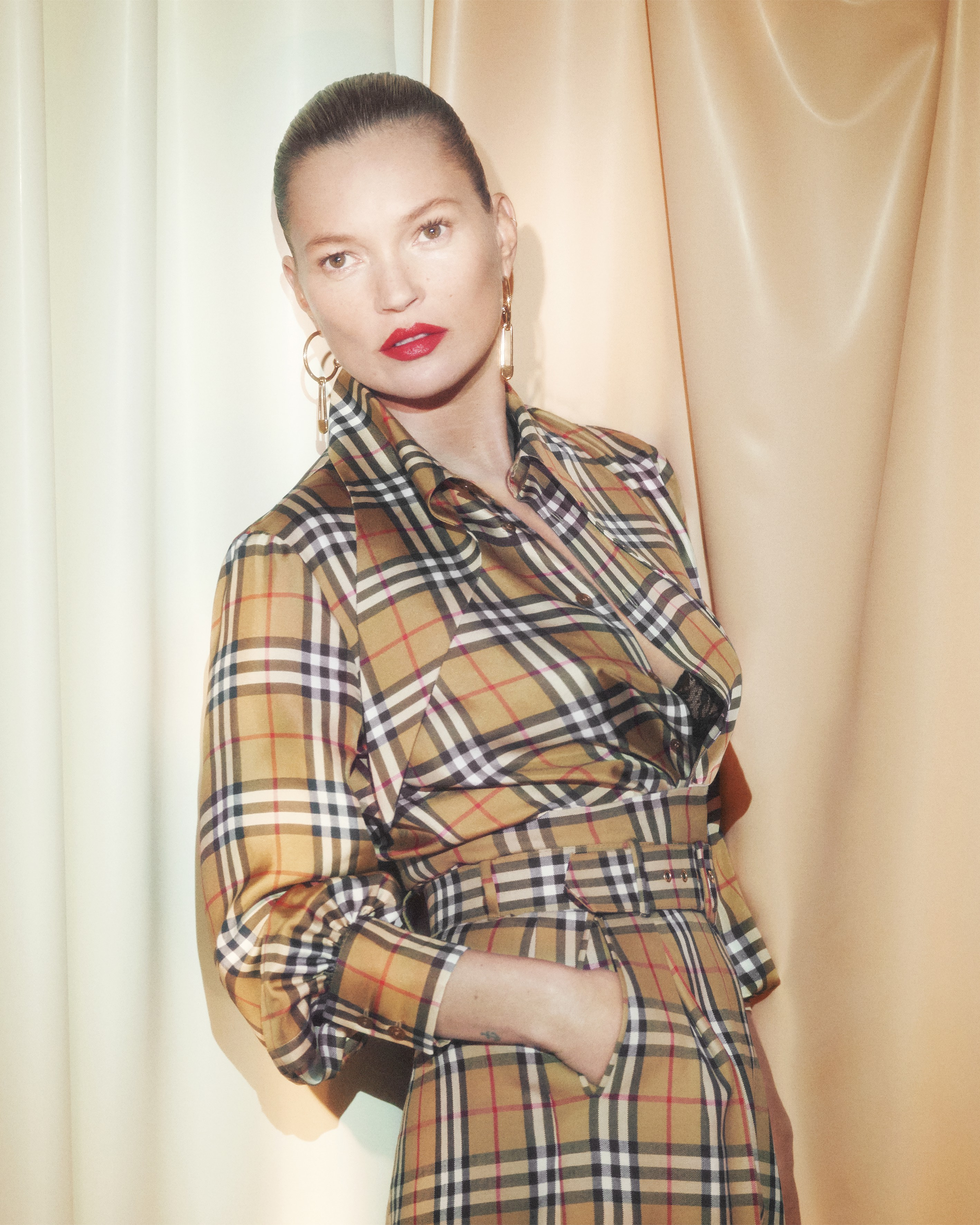 KATE MOSS FRONT'S CAMPAIGN FOR THE VIVIENNE WESTWOOD X BURBERRY COLLABORATION